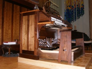 New organ console at Church of the Redeemer